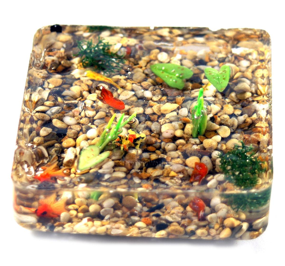 6 Dolls House Miniature Assorted Style Chinese Gold Fish In A Resin Pond