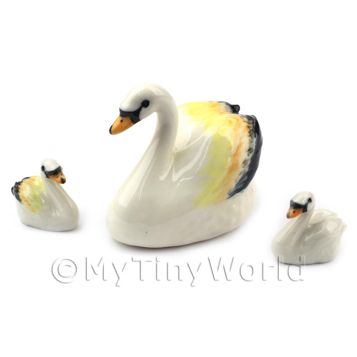 Dolls House Miniature Fine Ceramic Coloured Swan And 2 Signets