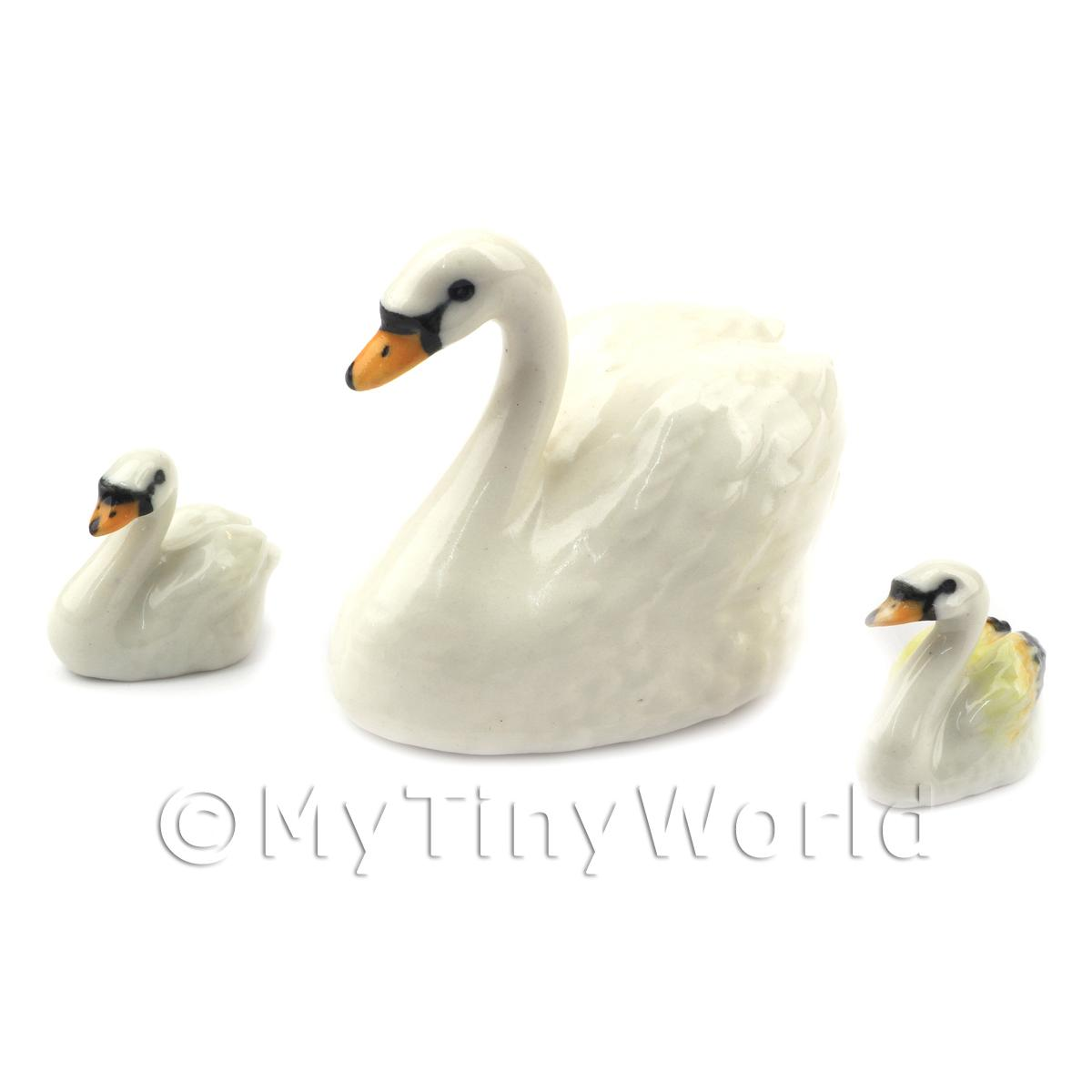 Dolls House Miniature Fine Ceramic White Swan And 2 Signets