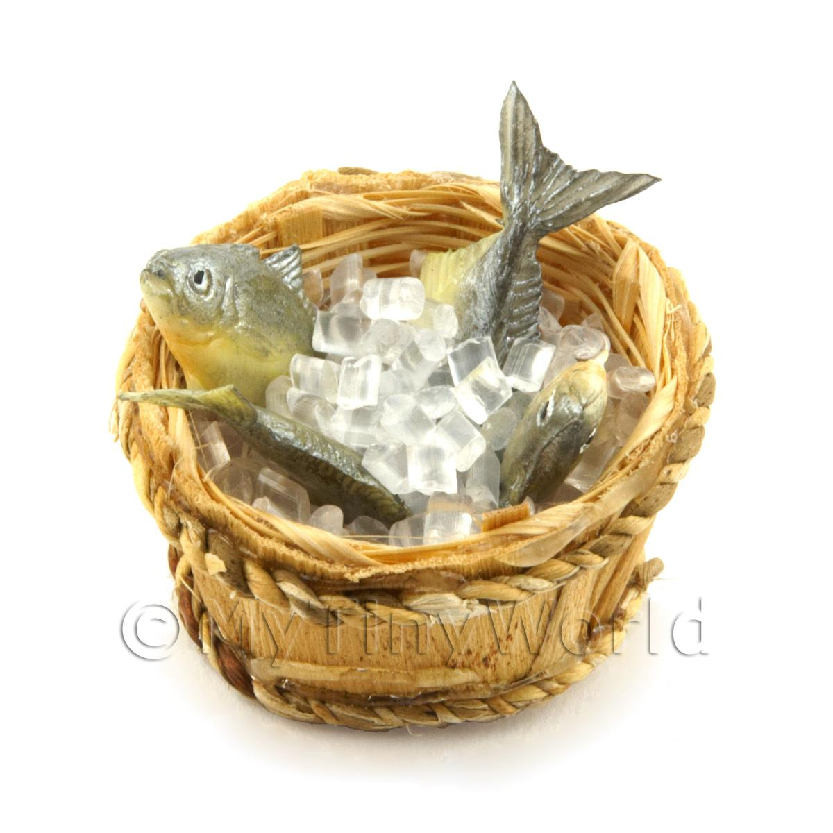 4 Dolls House Miniature Fish With Ice In A Basket (FSHB01)
