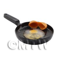 Dolls House Miniature 1 Uncooked Egg in a Frying Pan