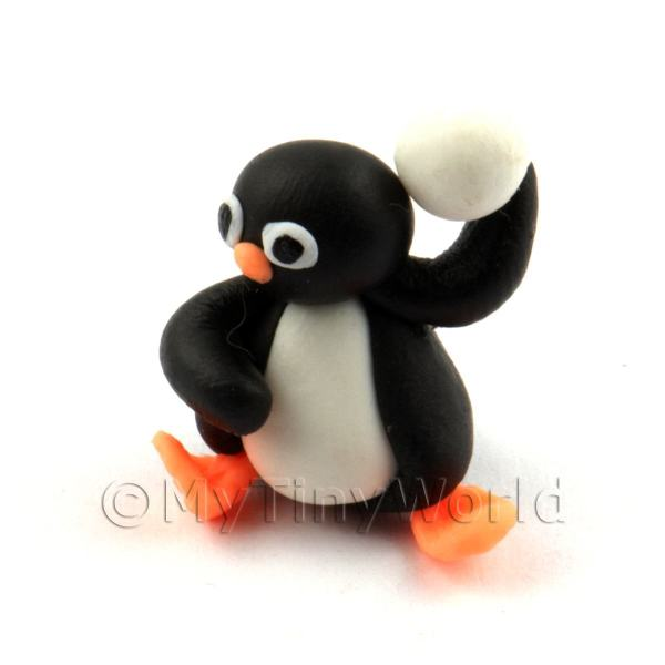 Dolls House Miniature Fun Penguin Figurine (2)