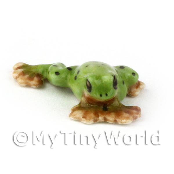 Miniature Ceramic Green Stretching Frog