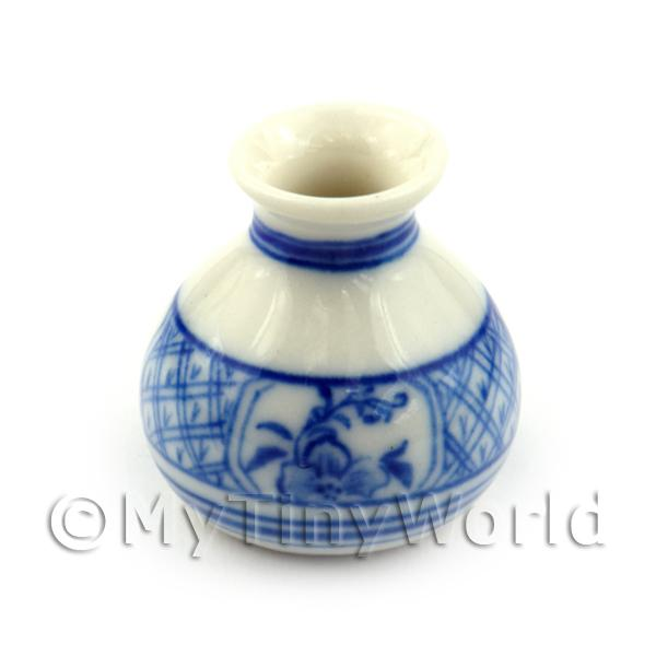 Dolls House Miniature Hand Painted Fine Porcelain Dynasty Vase