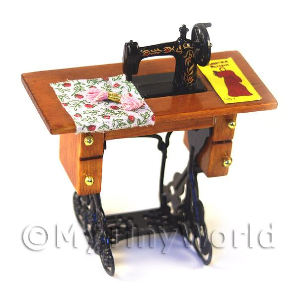 Dolls House Miniature  | Dolls House Miniature Sewing Machine, Table And Accessories