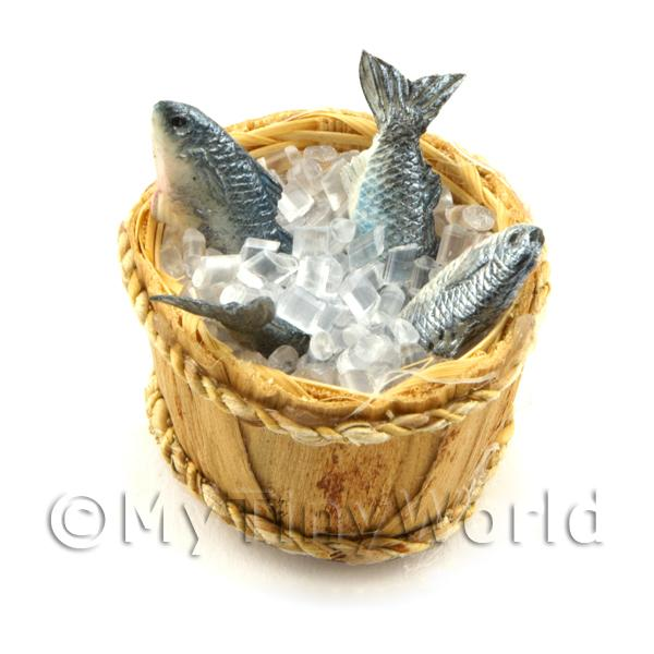 4 Dolls House Miniature Fish With Ice In A Basket (FSHB03)