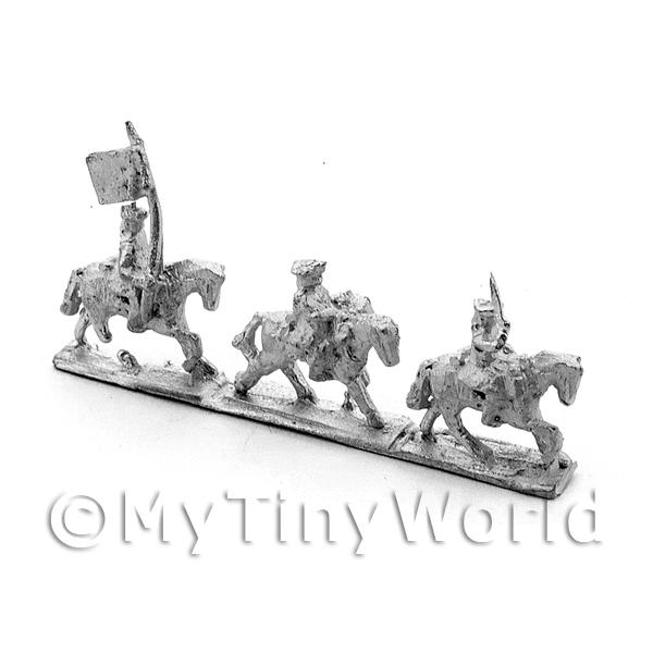 10 Dolls House Metal Marlburian British Light Cavalry Flag Group