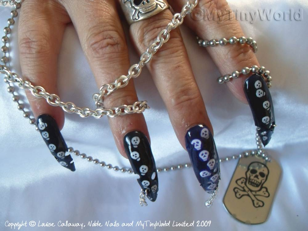 Nail Art Picture - Skulls